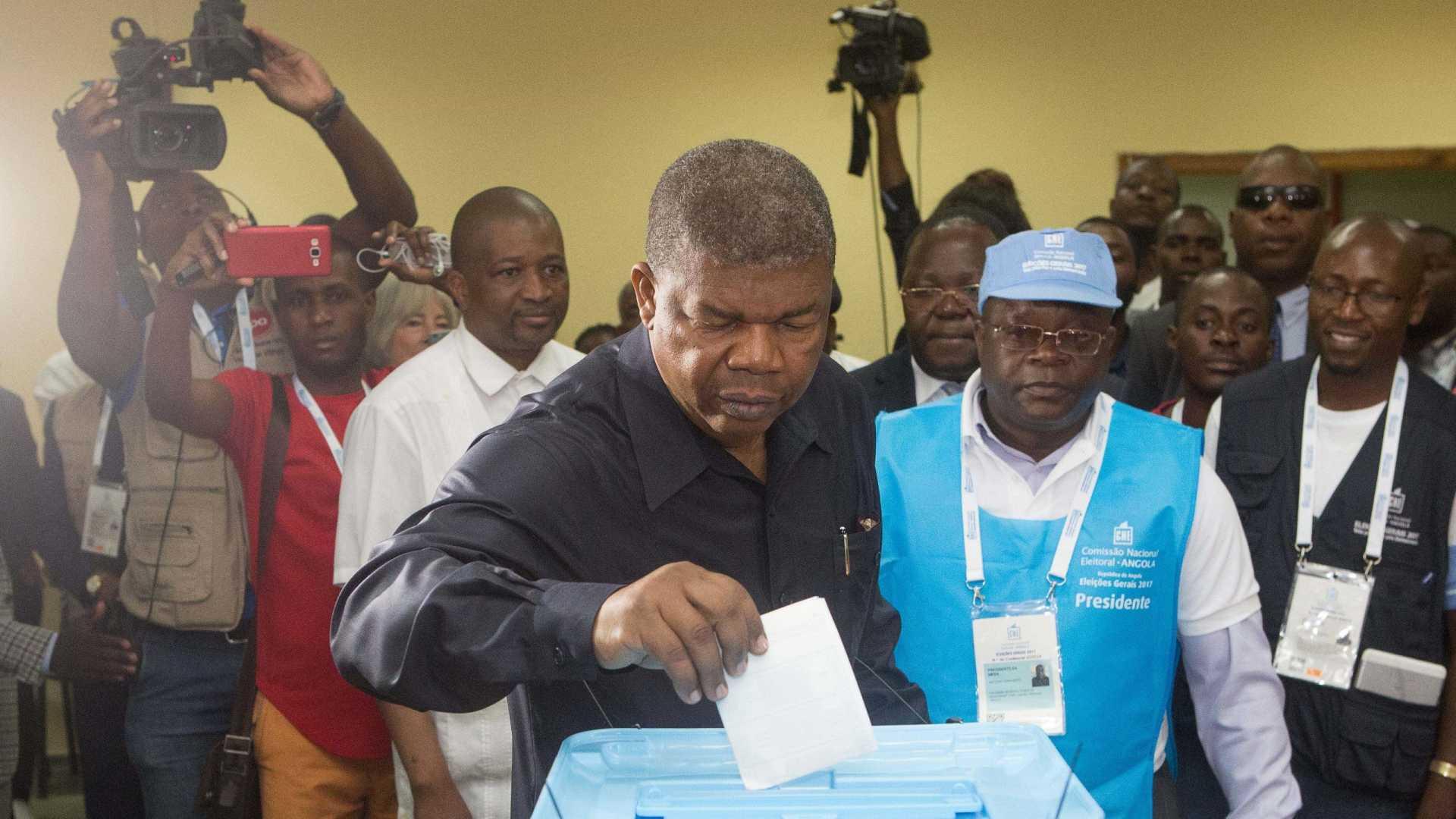 - 22836473 - Novos dados provisórios dão vitória ao MPLA com 61,70% dos votos
