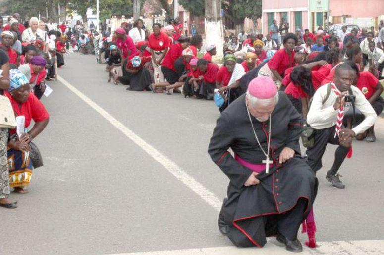 - 90c55c4fc4bc91a44cf76d484f224b66e6e23913 - Religiosos suplicam orações até tomada de posse do novo governo
