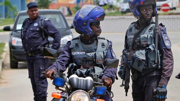 """polícia em luanda """"perde o controlo"""" do crime violento - AP policia angola - Polícia em Luanda """"perde o controlo"""" do crime violento"""