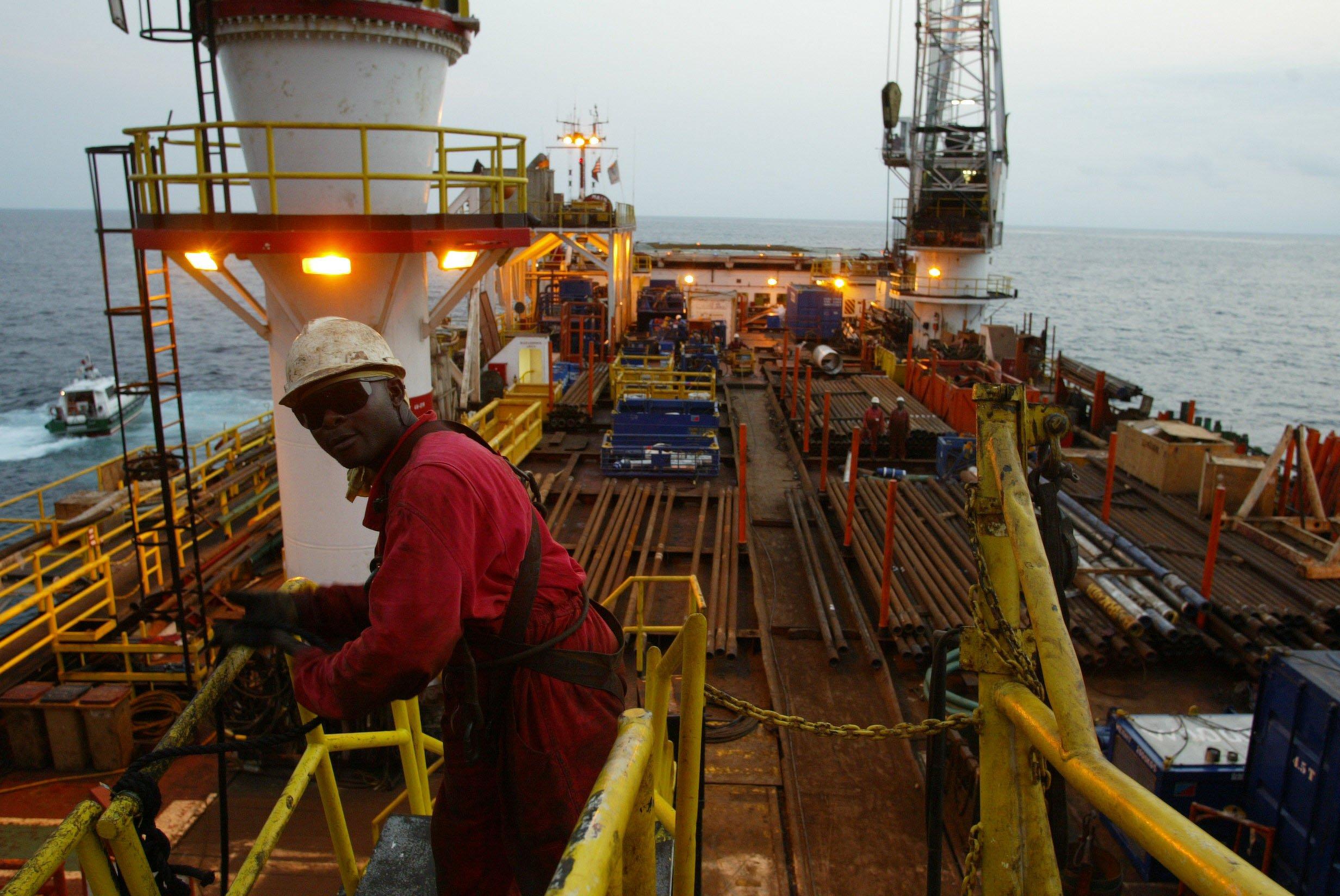 [object object] - Produc  a  o petroleo - Produção petrolífera angolana sobe para 1,47 milhões de barris por dia