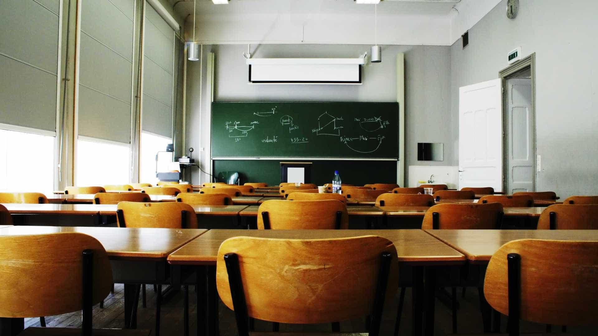 - naom 588a76f5b09d0 - Neste país, professores feios não podem dar aulas. E há outras regras