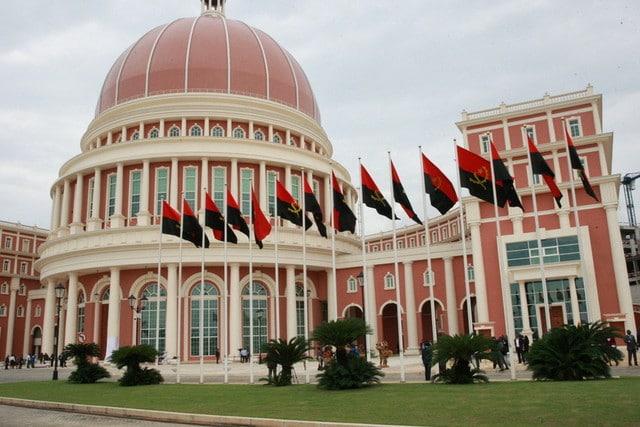 - parlamento - Parlamento inicia hoje debate do pacote legislativo autárquico