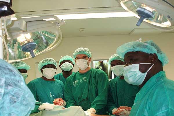 malária mata 25 pessoas por dia em angola - hospital cirurgia 02 fabio lu1 - Malária mata 25 pessoas por dia em Angola
