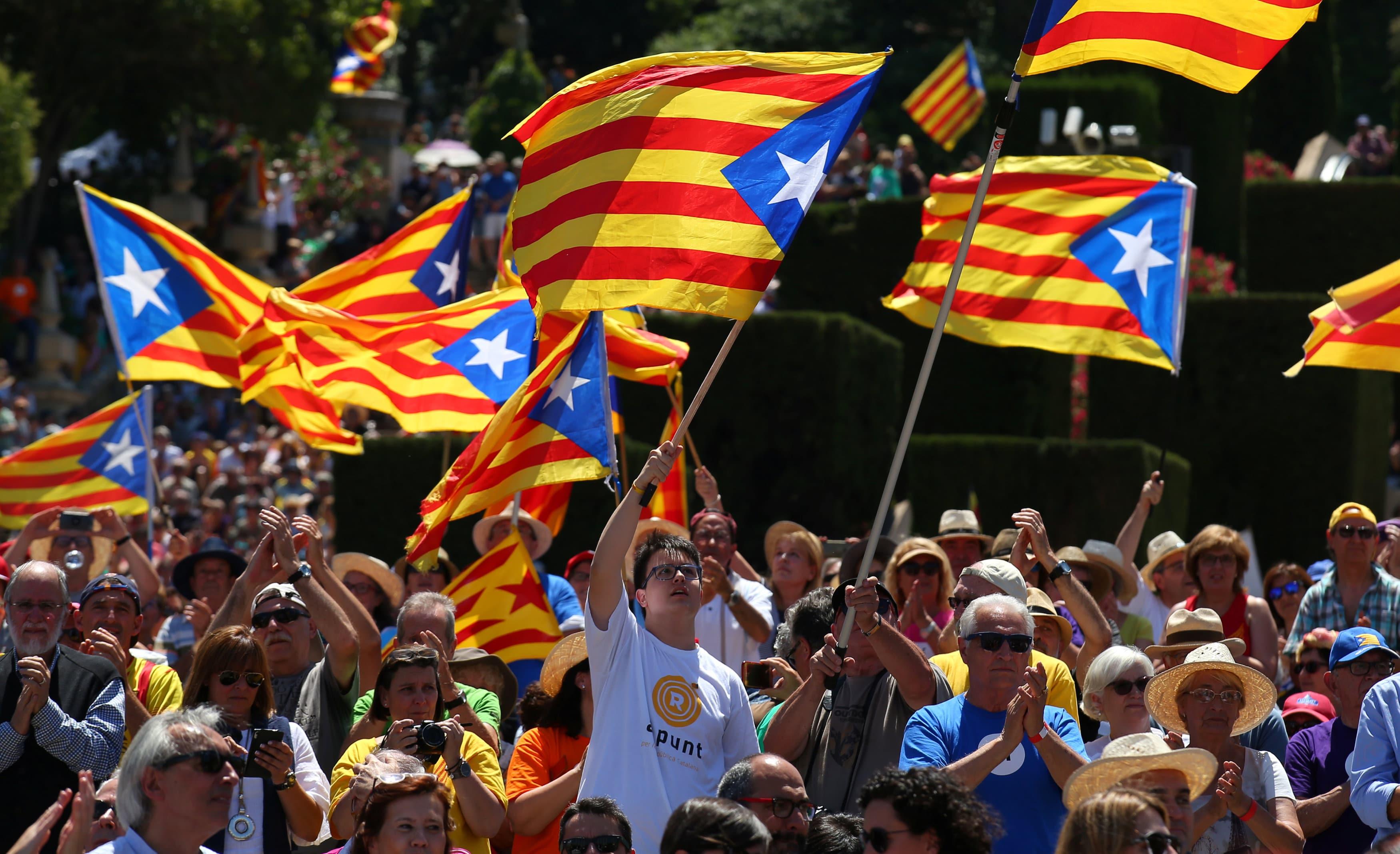 governo angolano não reconhece proclamação da independência da catalunha - manifesta    o catalunha - Governo angolano não reconhece proclamação da independência da Catalunha