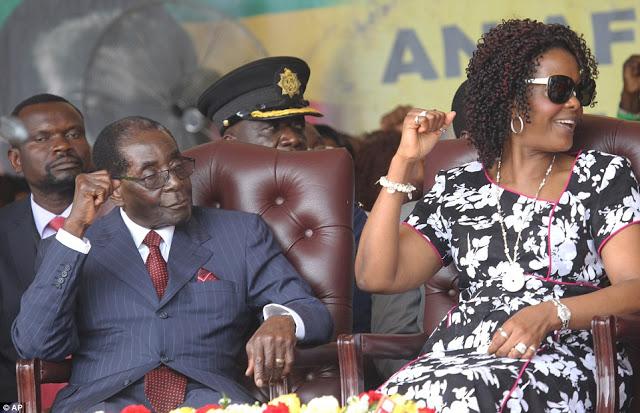 partido de mugabe acusa chefe das forças armadas do zimbabué de traição - 319D65D200000578 3467225 image a 43 1456597913490 - Partido de Mugabe acusa chefe das Forças Armadas do Zimbabué de traição