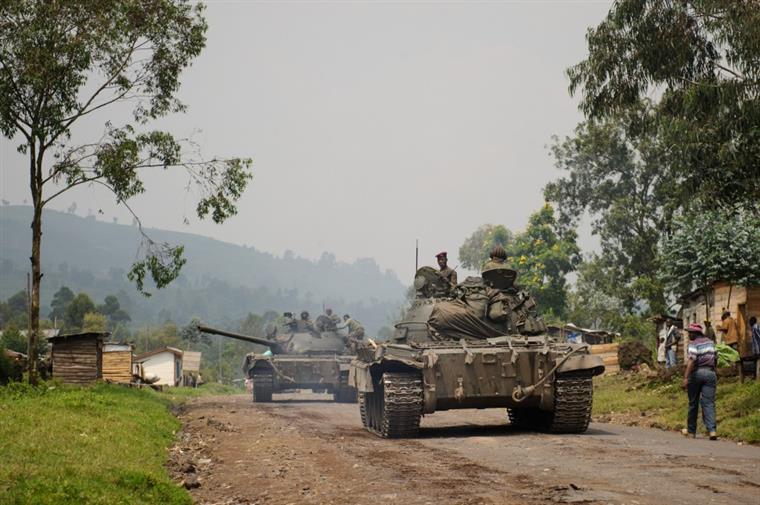 tensão no zimbabué. há relatos de tanques nas ruas da capital - 612957 - Tensão no Zimbabué. Há relatos de tanques nas ruas da capital