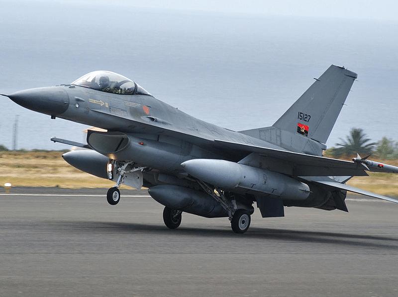 funcionários da clínica da força aérea nacional sem subsídio de banco há 5 anos - 8966 artigo Forca Aerea Angolana 1 - Funcionários da clínica da Força Aérea Nacional sem subsídio de banco há 5 anos