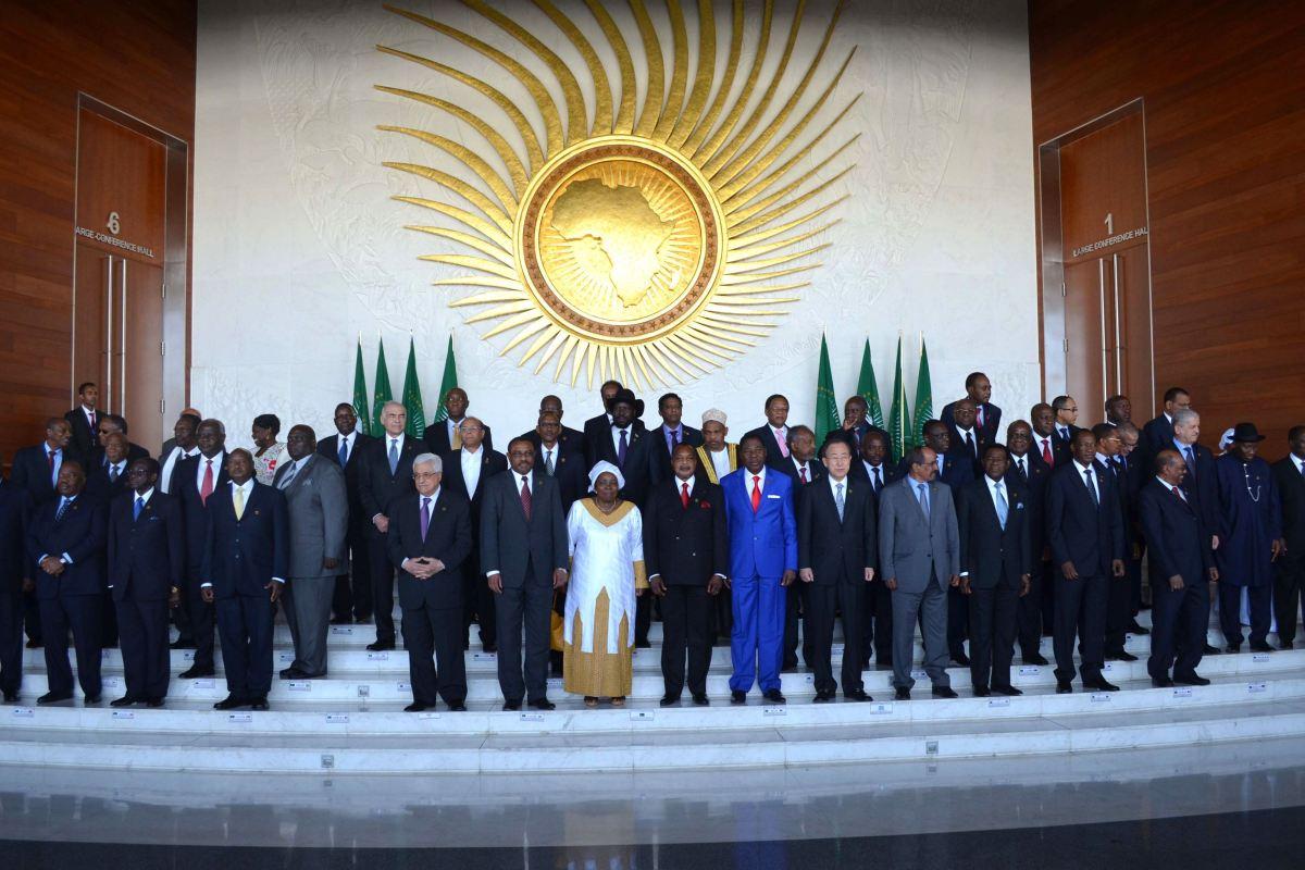 """união africana condena """"o que parece um golpe de estado"""" no zimbabué - UA - União Africana condena """"o que parece um golpe de Estado"""" no Zimbabué"""