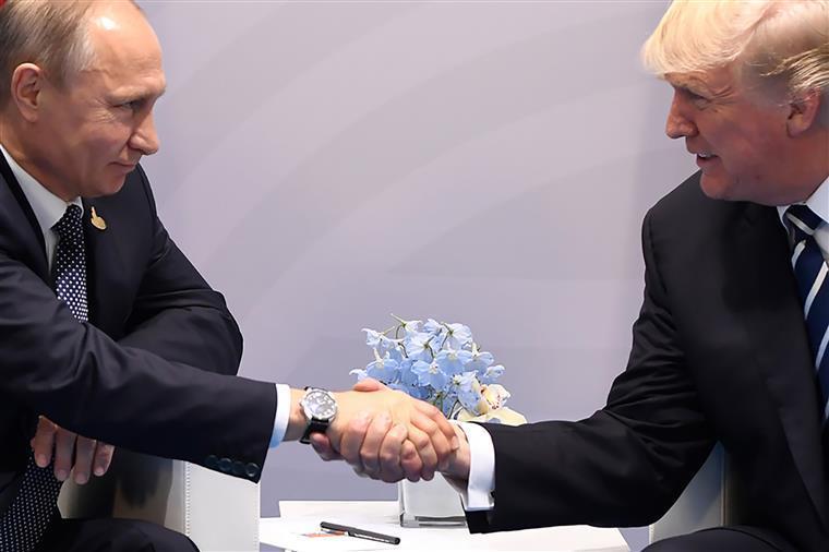 eua: vladimir putin garante que rússia não interferiu nas eleições - UTIN E TRUMP - EUA: Vladimir Putin garante que Rússia não interferiu nas eleições