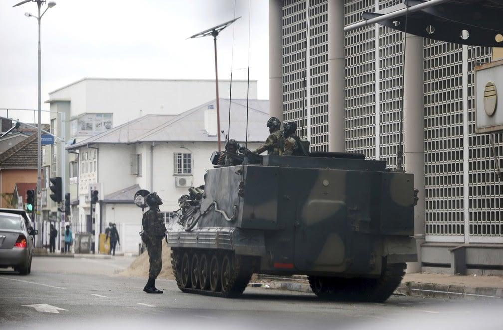 mugabe resiste à pressão de militares para deixar governo do zimbábue - unnamed 1 1 - Mugabe resiste à pressão de militares para deixar governo do Zimbábue