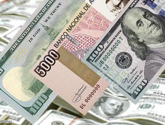 - Kwanza e Dolar 560x425 - Economista diz que desvalorização do kwanza deve levar a subida da taxas de juro