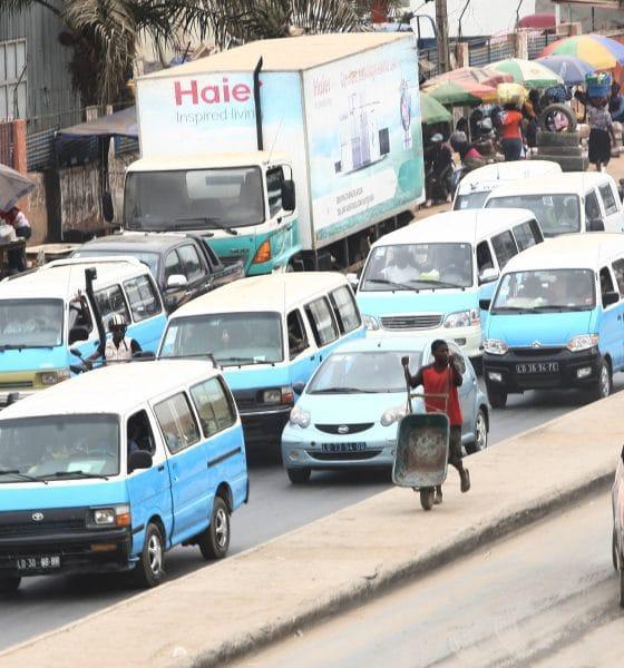 [object object] - Taxi em Luanda 560x600 - Taxistas em Luanda alteram preço de corrida por alegada escassez de combustível