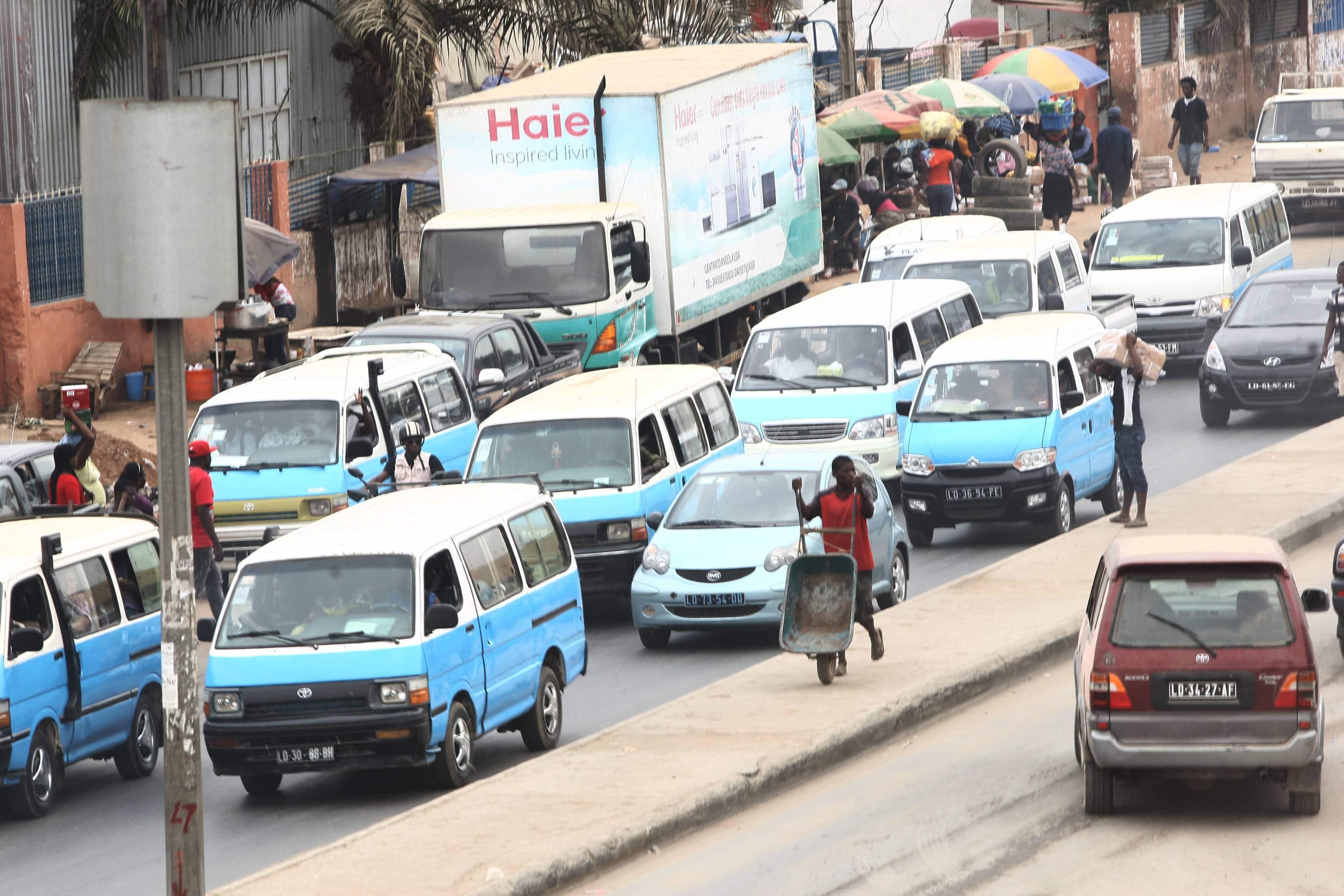[object object] - Taxi em Luanda - Taxistas em Luanda alteram preço de corrida por alegada escassez de combustível