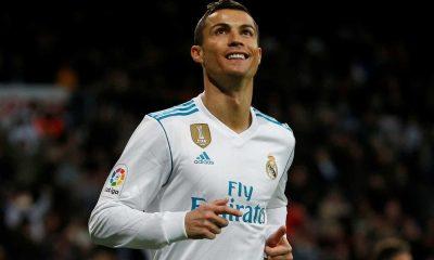 cristiano ronaldo ganha 5.ª bola de ouro da carreira - naom 5a19a357895c3 400x240 - Cristiano Ronaldo ganha 5.ª Bola de Ouro da carreira