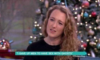 mulher diz que tem relações com fantasmas e acredita que pode engravidar - naom 5a293a49ba5dd 400x240 - Mulher diz que tem relações com fantasmas e acredita que pode engravidar