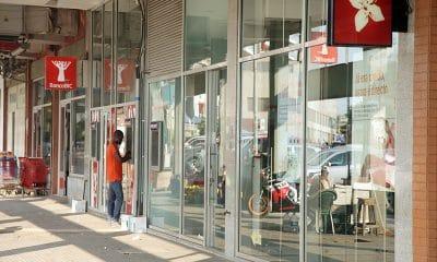 bancos 'castigam' angolanos no estrangeiro com cortes no visa - Corredor dos bancos201609166867 400x240 - Bancos 'castigam' angolanos no estrangeiro com cortes no Visa