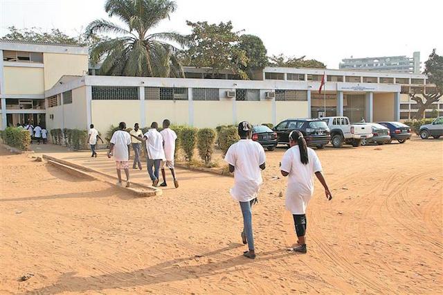 aluna de 19 anos violada sexualmente por três professores na comuna do cabo ledo - Escola Ngona Kanine Lda SOL - Aluna de 19 anos violada sexualmente por três professores na comuna do Cabo ledo