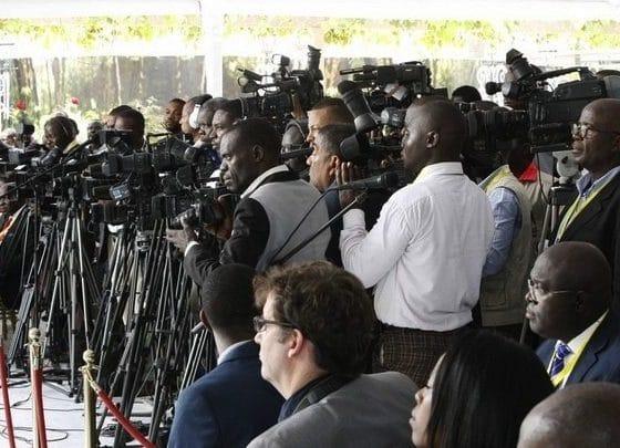 - Jornalistas  560x405 - Jornalistas da RNA e TPA ameaçam entrar em greve