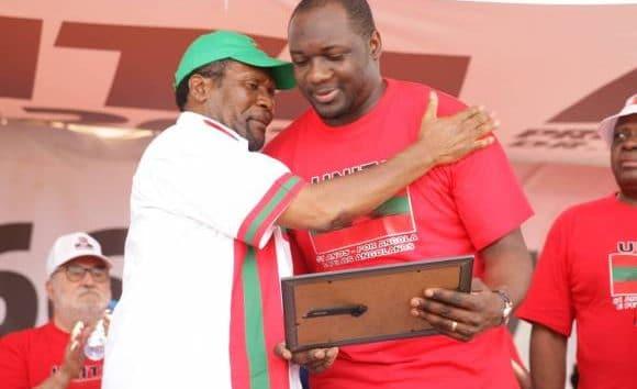 - SAMAS e MASSANGA 580x354 - Rafael Savimbi, é o único deputado que rejeitou Lexus atribuído pela assembleia Nacional