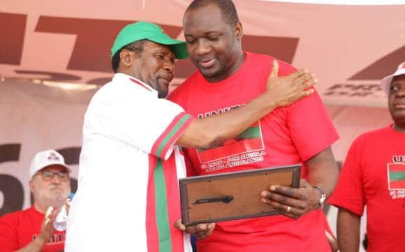 rafael savimbi, é o único deputado que rejeitou lexus atribuído pela assembleia nacional - SAMAS e MASSANGA - Rafael Savimbi, é o único deputado que rejeitou Lexus atribuído pela assembleia Nacional
