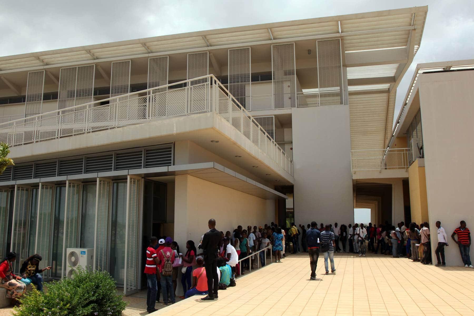 """- UAN inscri    es - Movimento dos estudantes considera """"ser um roubo""""  preço das inscrições nas Universidades Públicas"""