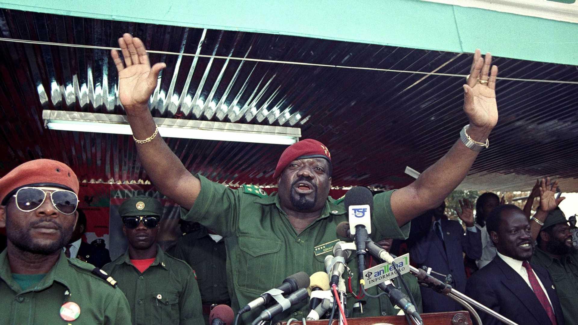 - SAVIMBI - Governo entrega restos mortais de Savimbi este mês