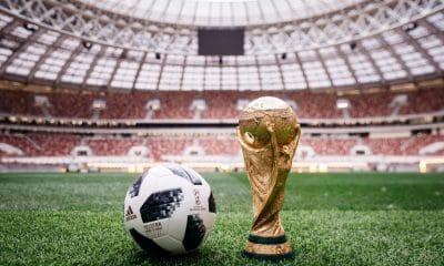 - bola mundial 2018 telstar 18 foto twitter fifa10120b1a 400x240 - FIFA quer 48 seleções já no Mundial do Qatar, em 2020