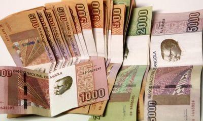 - notas kwanzas 5 ampe rogerio 400x240 - Kwanza depreciou-se em 2018 mais de 47% face ao euro