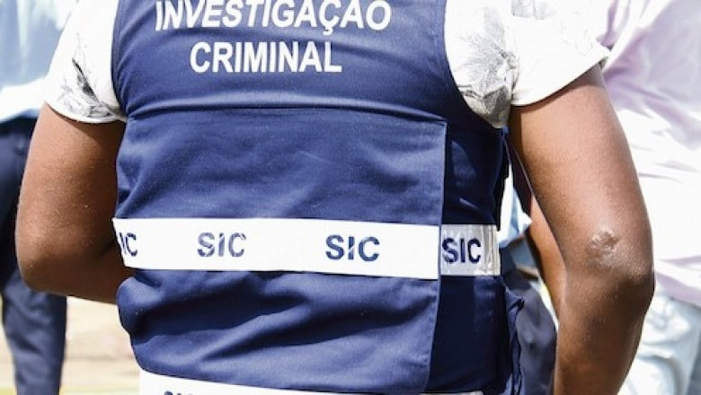agente do sic flagrado a executar suposto delinquente em luanda - sic detem chineses que raptaram e mataram o seu compatriota 1500494417 b - Agente do SIC flagrado a executar suposto delinquente em Luanda