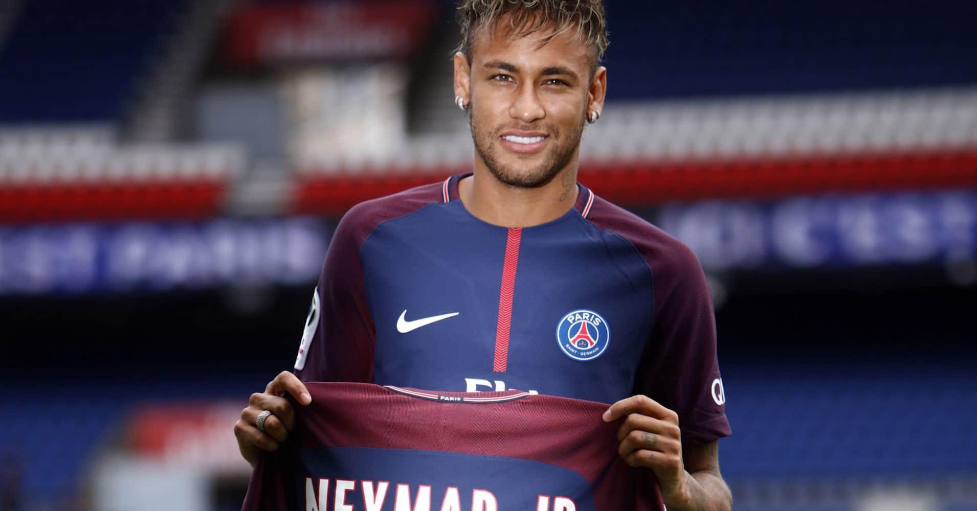 federação francesa suspende neymar por três jogos por agredir um adepto - 104654918 makeit 08162017 neymar mezz - Federação Francesa suspende Neymar por três jogos por agredir um adepto