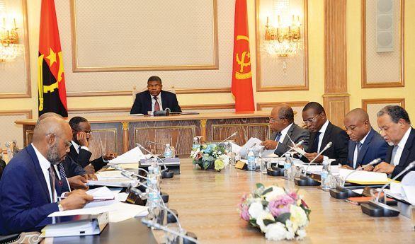 - 20180118092829executivodezoito - As Razões da Extinção e Fusões de Ministérios no Executivo Angolano