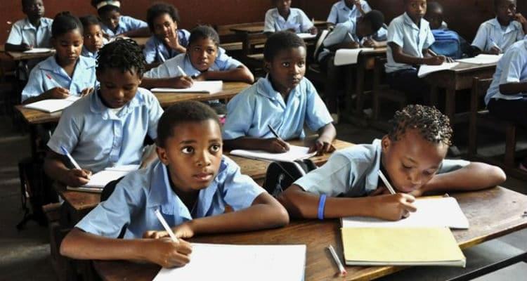 - crian  as escola luanda - Ministério da Educação promete sancionar  Colégios que proibirem alunos de fazer exames por falta de pagamentos