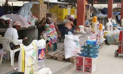 - mercado informal alimento 400x240 - Aplicação do IVA em Angola triplicará contribuição para formação do PIB