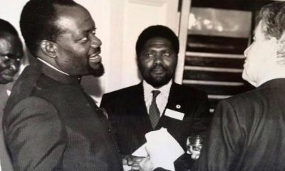 - savimbi e samaKUVA 400x240 - O funeral de Savimbi e a credibilidade de Samakuva – Félix Sambinja Abias