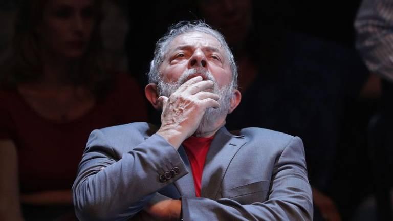 - LULA - Presidente do Supremo Tribunal suspende decisão de libertar Lula da Silva