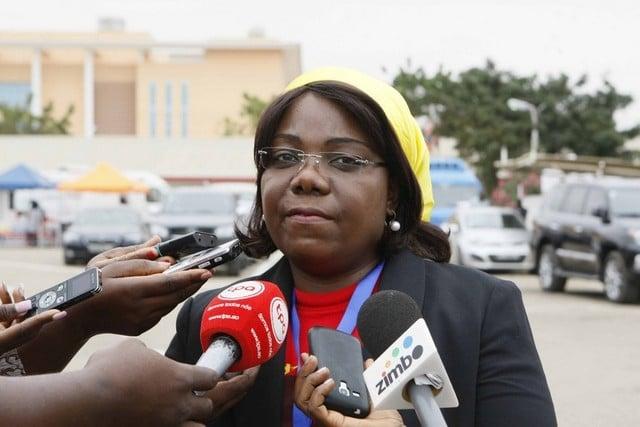 vice-presidente do mpla entrega donativos no cunene - Lu  sa Dami  o - Vice-presidente do MPLA entrega donativos no Cunene