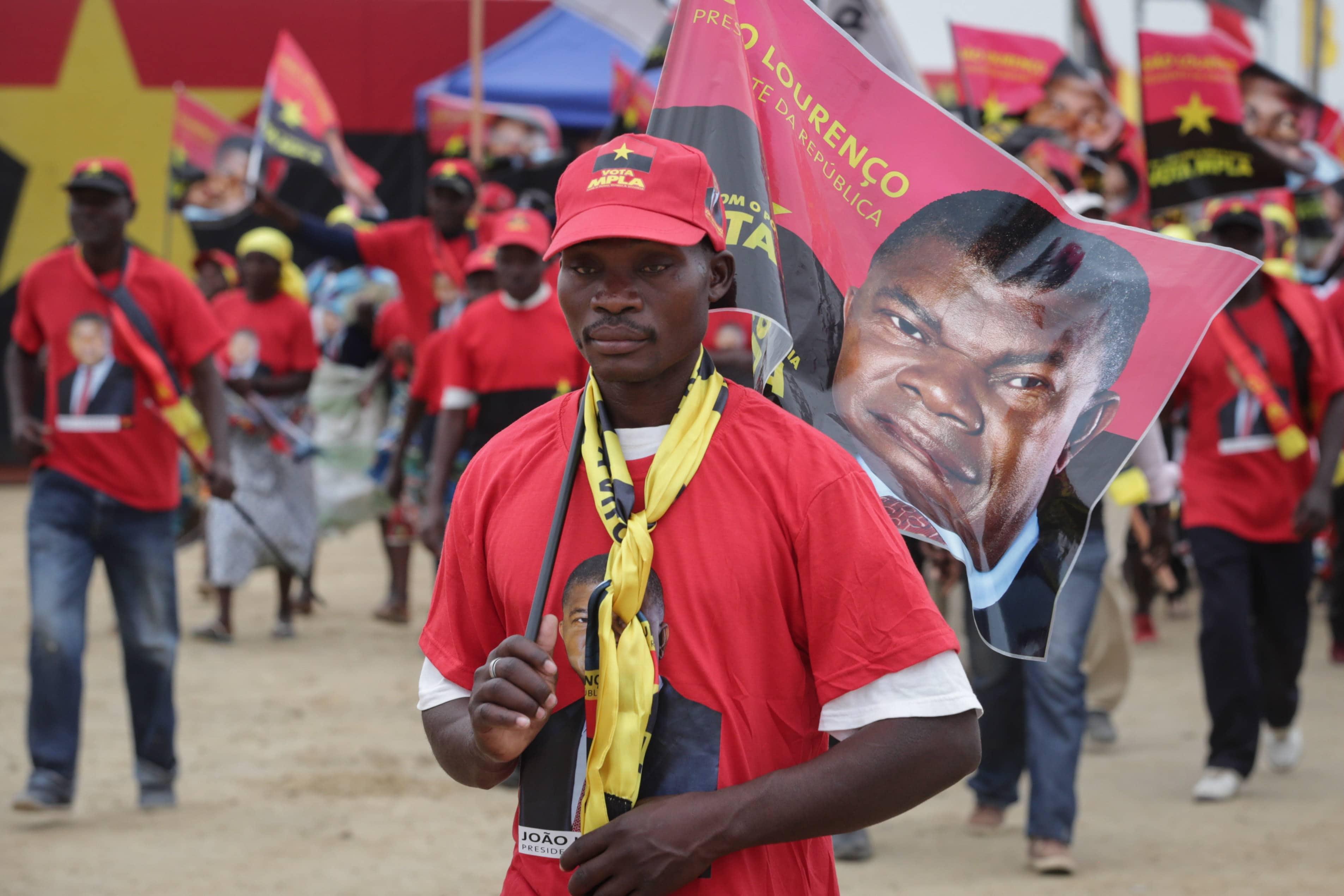 - MILITANTE MPLA - MPLA realiza conferências extraordinárias em todo o País