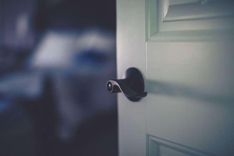 - BBOvbWF - Investigadores alertam: Durma sempre com a porta do quarto fechada