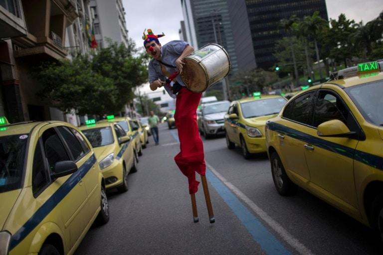 - Campnha PT Brasil - Brasil: Campanha de rua tenta convencer indecisos a não votar em Bolsonaro