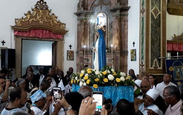 - Mama Muxima - Imagem da Mama Muxima é recebida em Salvador Baiha – Brasil