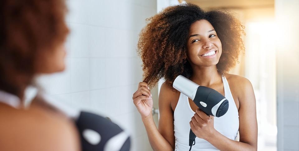 """- aprenda a secar os cachos nesse inverno sem danificar os fios - Atenção, a estes secadores de cabelo. """"São perigosos"""""""