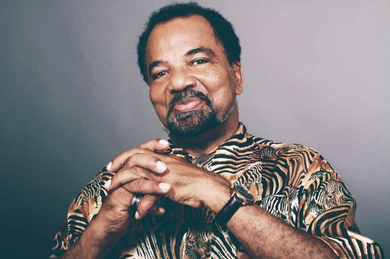 - Bonga - Livro sobre o cantor Bonga apresentado em Luanda