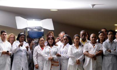 - M  dicos cubanos em Bras  lia 400x240 - Cuba retira médicos do Brasil após declarações de Bolsonaro