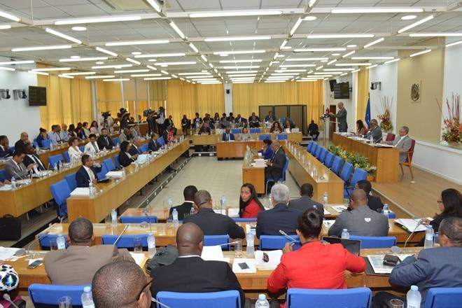 - Parlamento cabo verde - Deputados Cabo verdianos  brigam na sede do parlamento