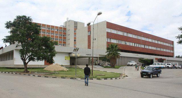 - hospital central do lubango - Jovem de 24 anos lança-se do 7º andar do Hospital Central do Lubango