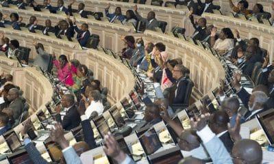 - 0215b661d f555 4eb8 8d70 f70327854266 400x240 - Parlamento pondera alteração do OGE/2019