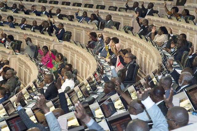 partidos da oposição protestam morte da zungueira na assembleia nacional - 0215b661d f555 4eb8 8d70 f70327854266 - Partidos da Oposição protestam morte da zungueira na Assembleia Nacional