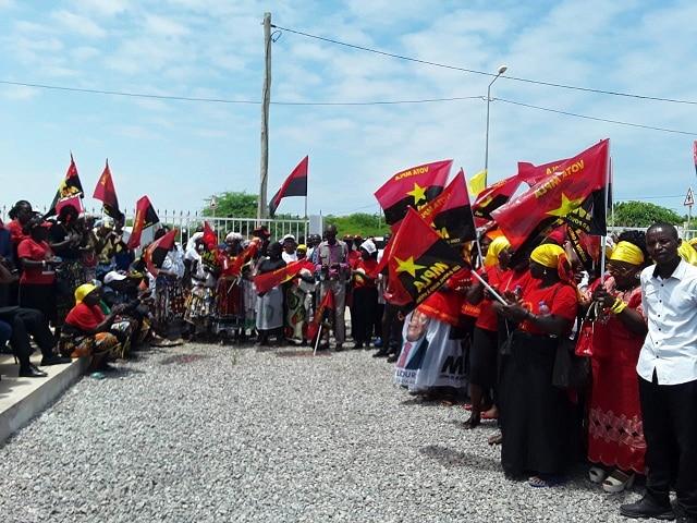 - Benguela MPLA - Catorze ex-militantes da UNITA ingressam no MPLA em Balombo