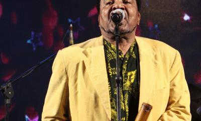 """- Design sem nome 5 400x240 - Sob fortes aplausos, Bonga canta """"Marimbondo"""" no Palácio Presidencial"""