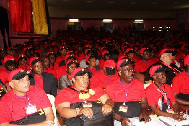 """- Empresarios MPLA - MPLA quer empresários """"no verdadeiro sentido da palavra"""""""